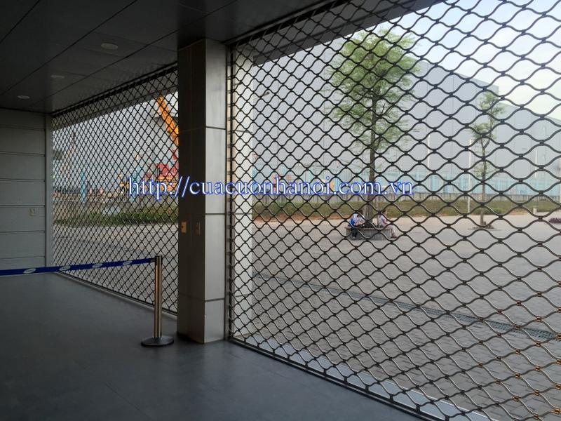 cửa cuốn lưới, do đặc thù cửa dày và chất liệu nặng (inox, thép, sắt)