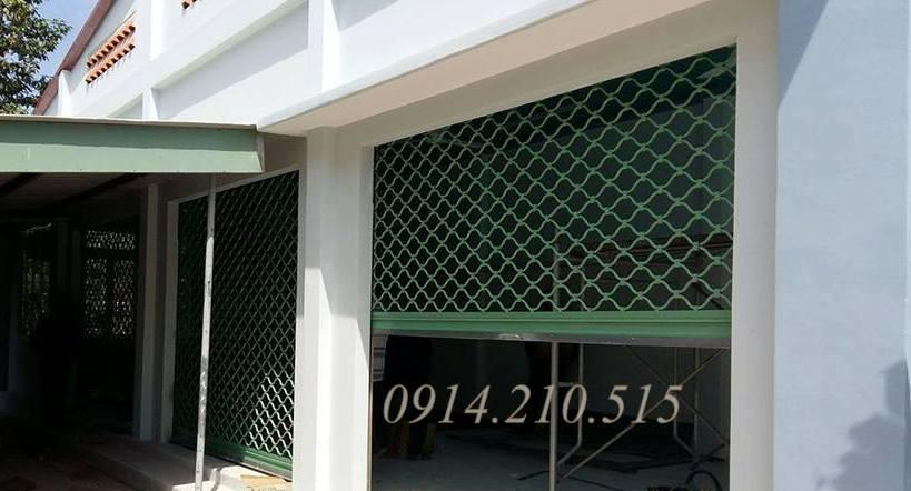 Báo giá cửa cuốn mắt lưới với giá cửa cuốn mắt lưới chất liệu thép sơn tĩnh điện